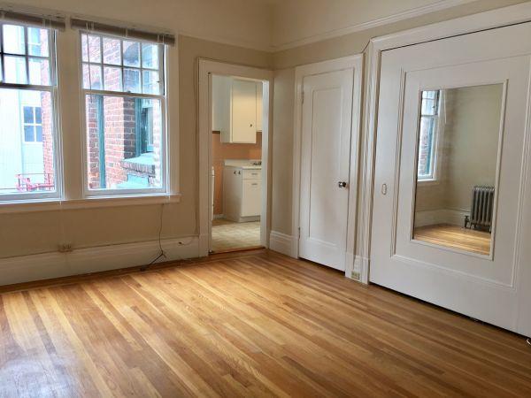 1600 California Street #45 - Top Floor Studio with Hardwood Floors